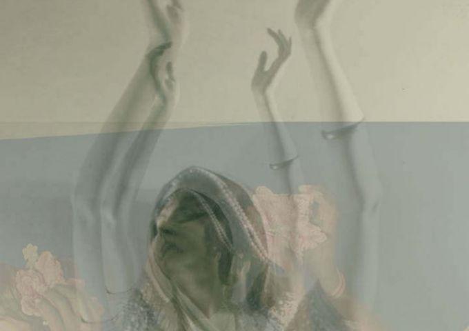 © Ruth Saint-Denis dans Incense, avec la permission de la NY Public Library Design Ernesto Sopprani © Strauss-Peyton © Samsul Alam Helal