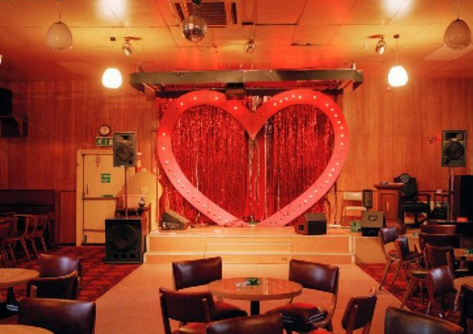 Behtnal Green Working Mens Club London / Empty Stages de Tim Etchells et Hugo Glendinning