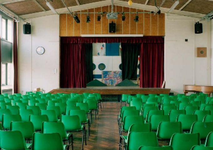 Highgate Wood School London / Empty Stages de Tim Etchells et Hugo Glendinning