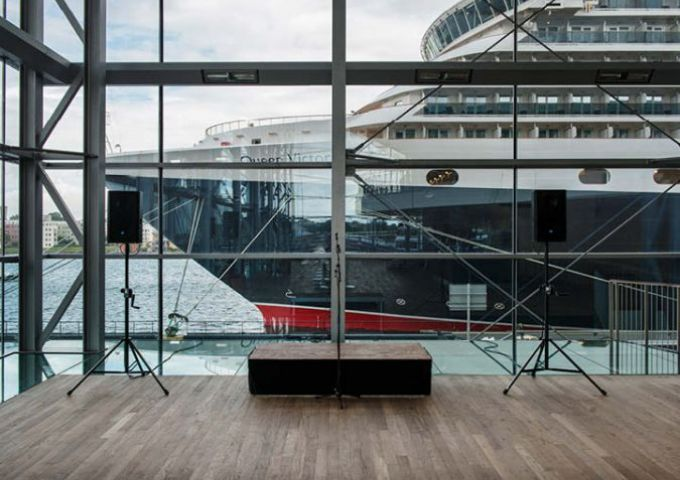Musiekgebouw_Amsterdam / Empty Stages de Tim Etchells et Hugo Glendinning